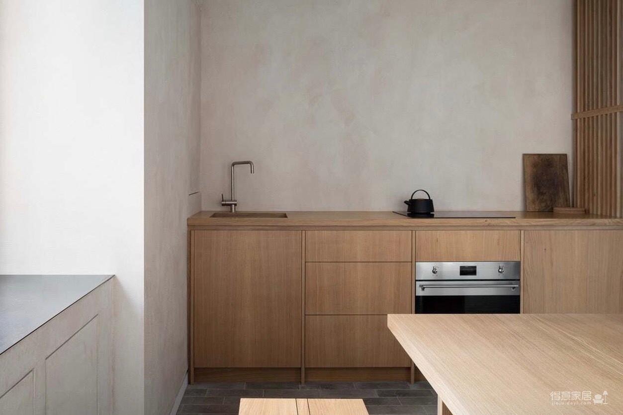 青砖与原木色两种材质的对撞,宁静雅致恰到好处