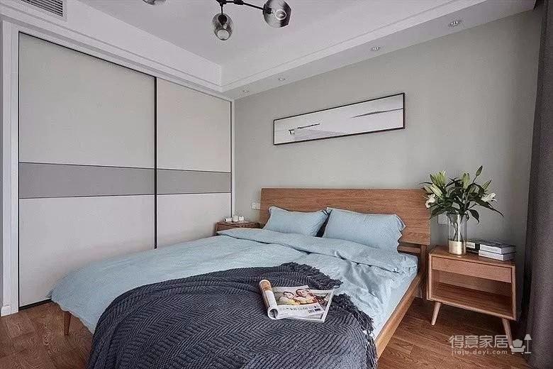 只做了三个房间,所以每个空间都会更加宽敞一些,再加上素雅的色彩搭配、精致的软装布置,让这套房子变得更加的惬意舒适,充满了文艺浪漫感,让人羡慕不已