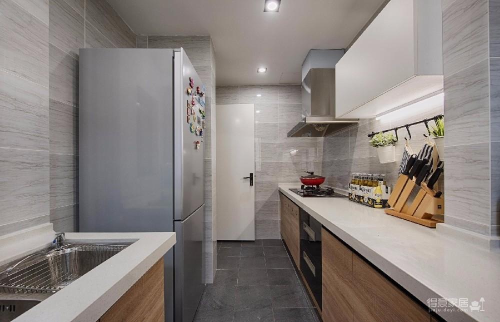 用柔和、清新的色彩,搭配简洁、舒适的软装和家具,营造出一个文艺自然的感觉,让人居住其中感觉非常的轻松、自在。