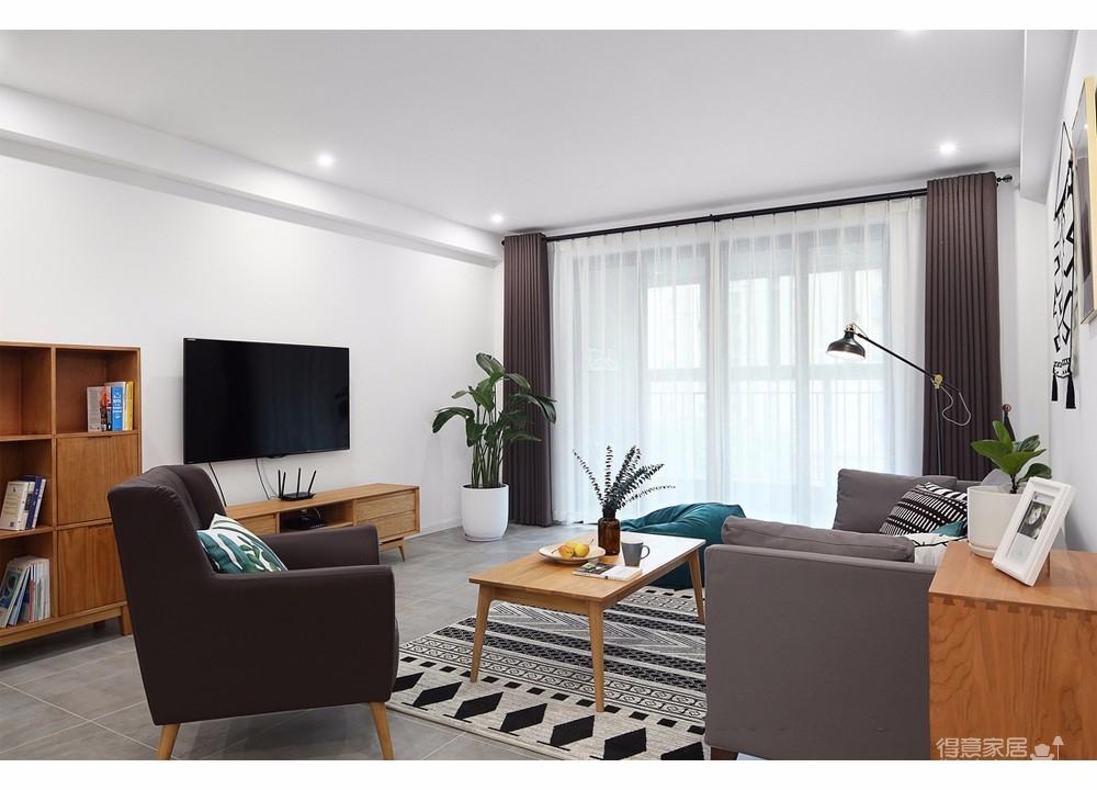 由于屋主喜爱绿色,在色彩的中和和选用上设计师也进行着巧妙的搭配,以灰、白与木色营造出洁净利落的视觉效果,绿色是象征春天的色彩,以绿色作为点缀,仿佛引春入室