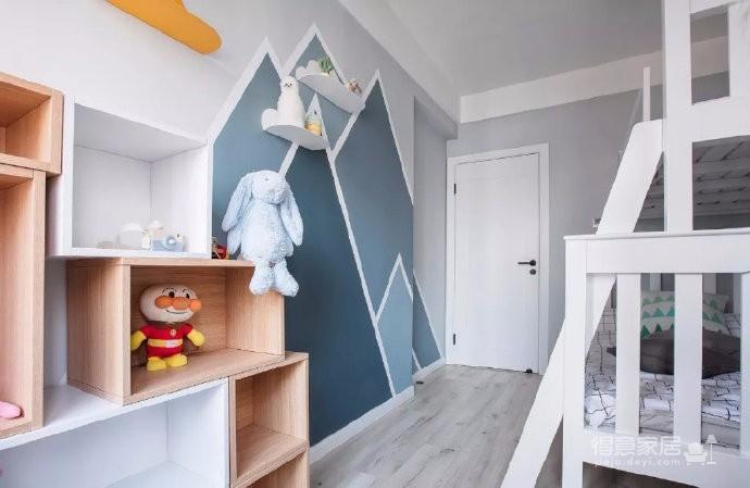 100㎡清新北欧风格家居装修设计,主卧兼具书房和衣帽间功能很不错!