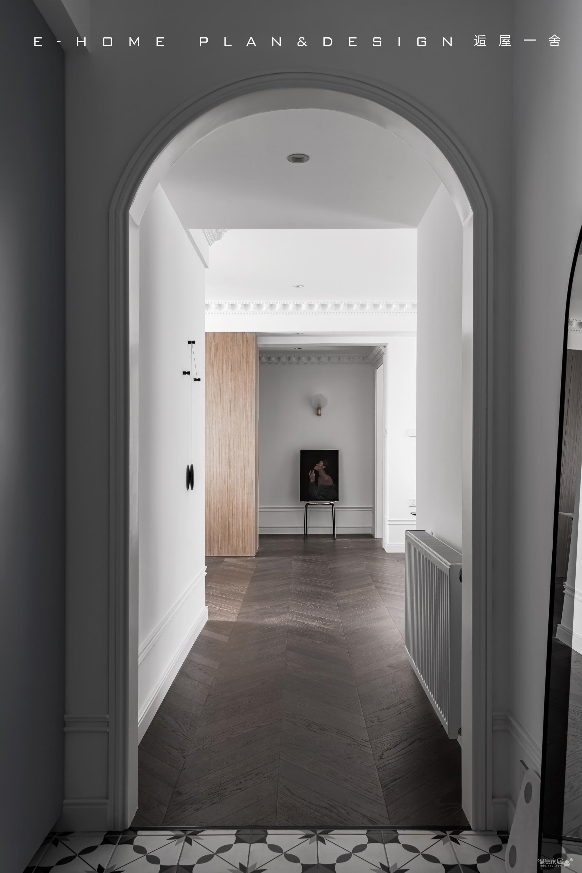 由入户衣帽间,进入一个画廊般的家图_5