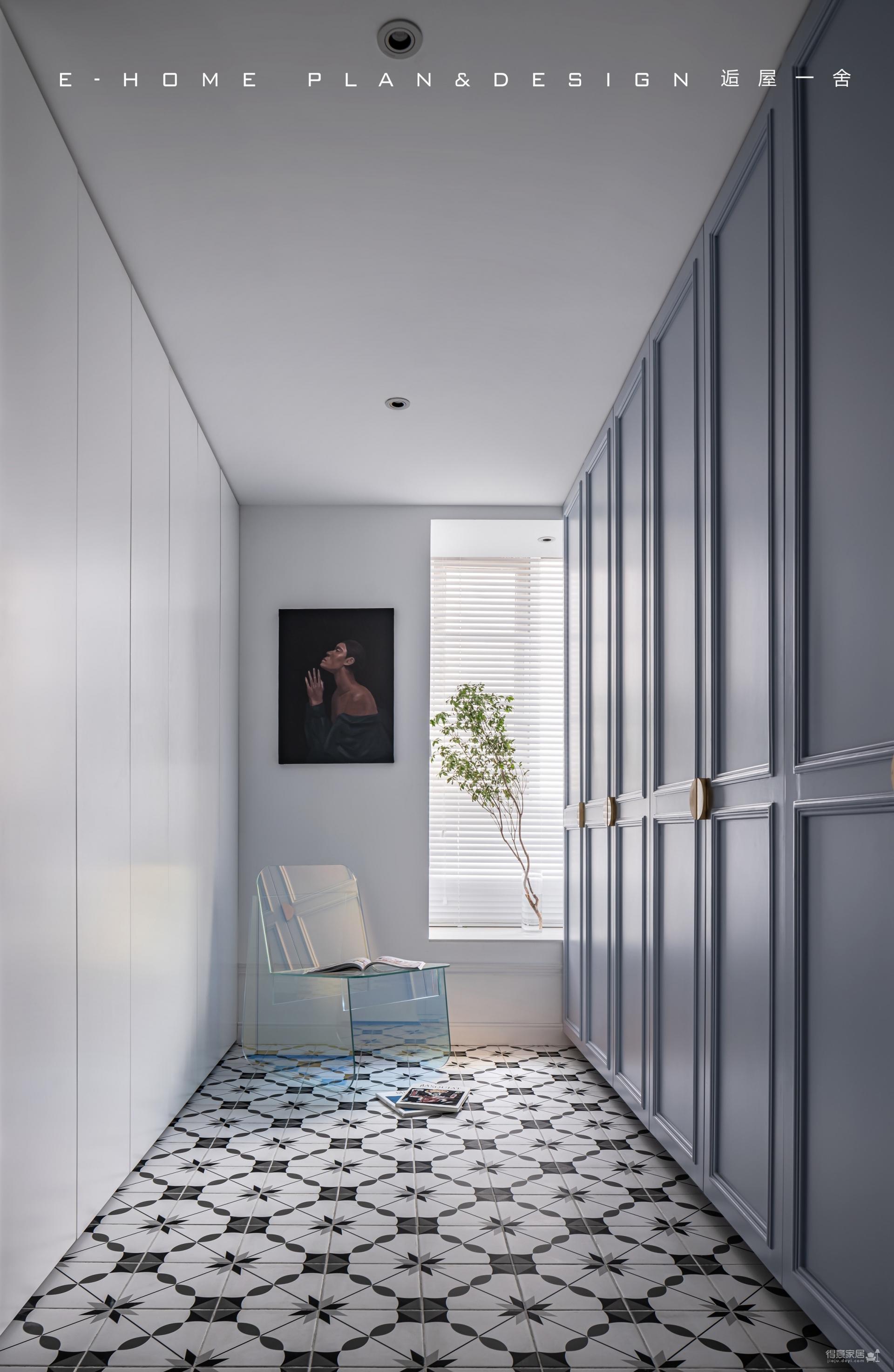 由入户衣帽间,进入一个画廊般的家图_3