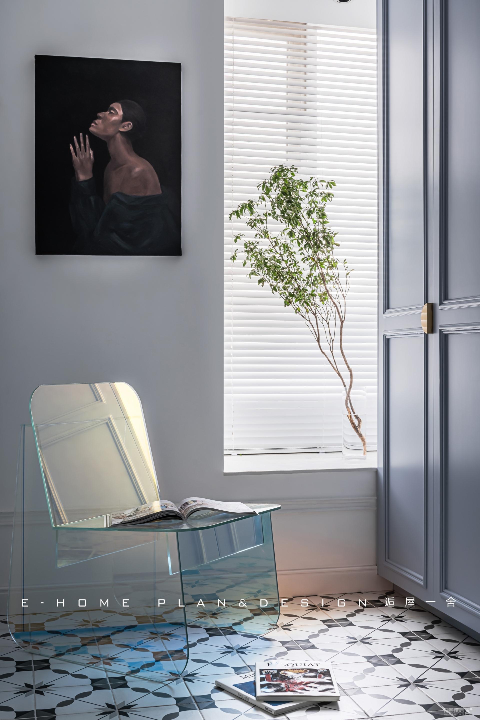 由入户衣帽间,进入一个画廊般的家图_4