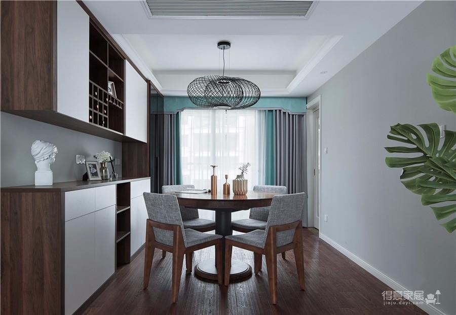 结合屋主的需求将自然的元素融入空间,以低明度的灰色系作为空间基调,奠定了空间沉稳质朴的氛围。以简约的现代设计诠释空间的诗意浪漫。