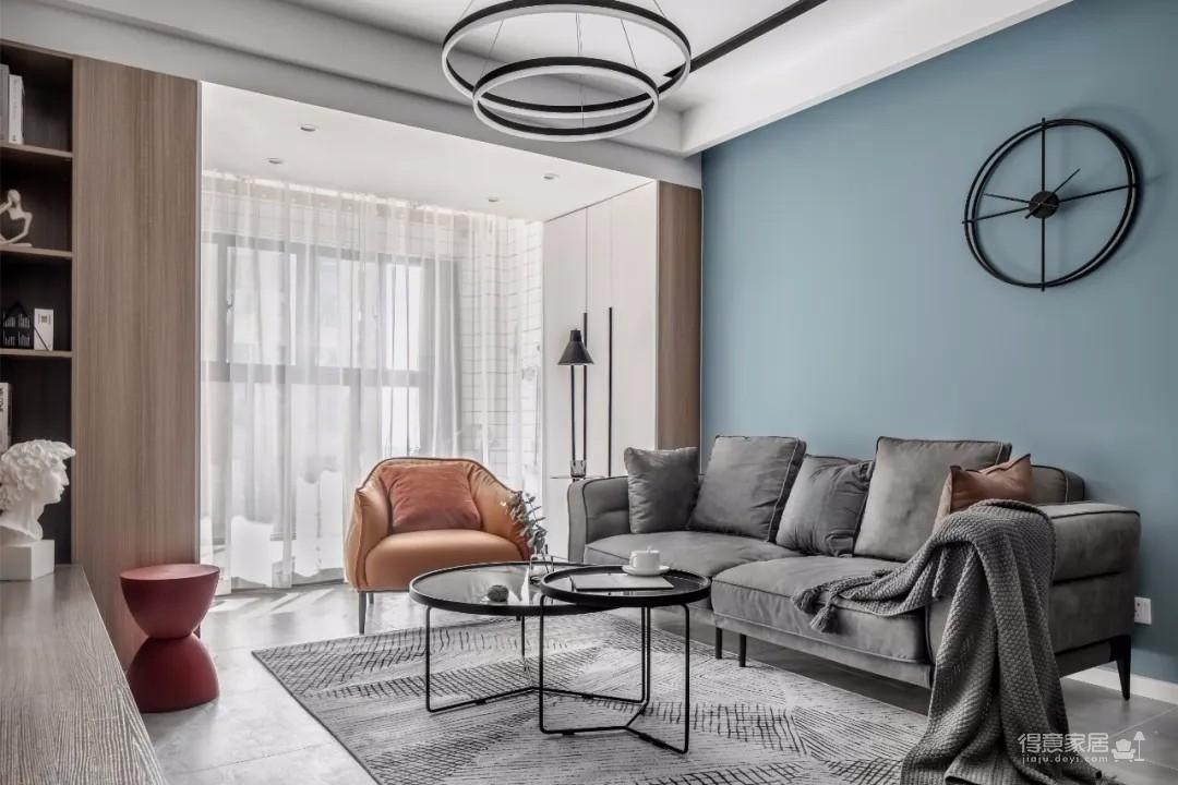 整体空间的背景墙都是以偏灰的冷色调基础,搭配上舒适现代的家具软装,营造出一种舒适时尚的现代居家空间感。