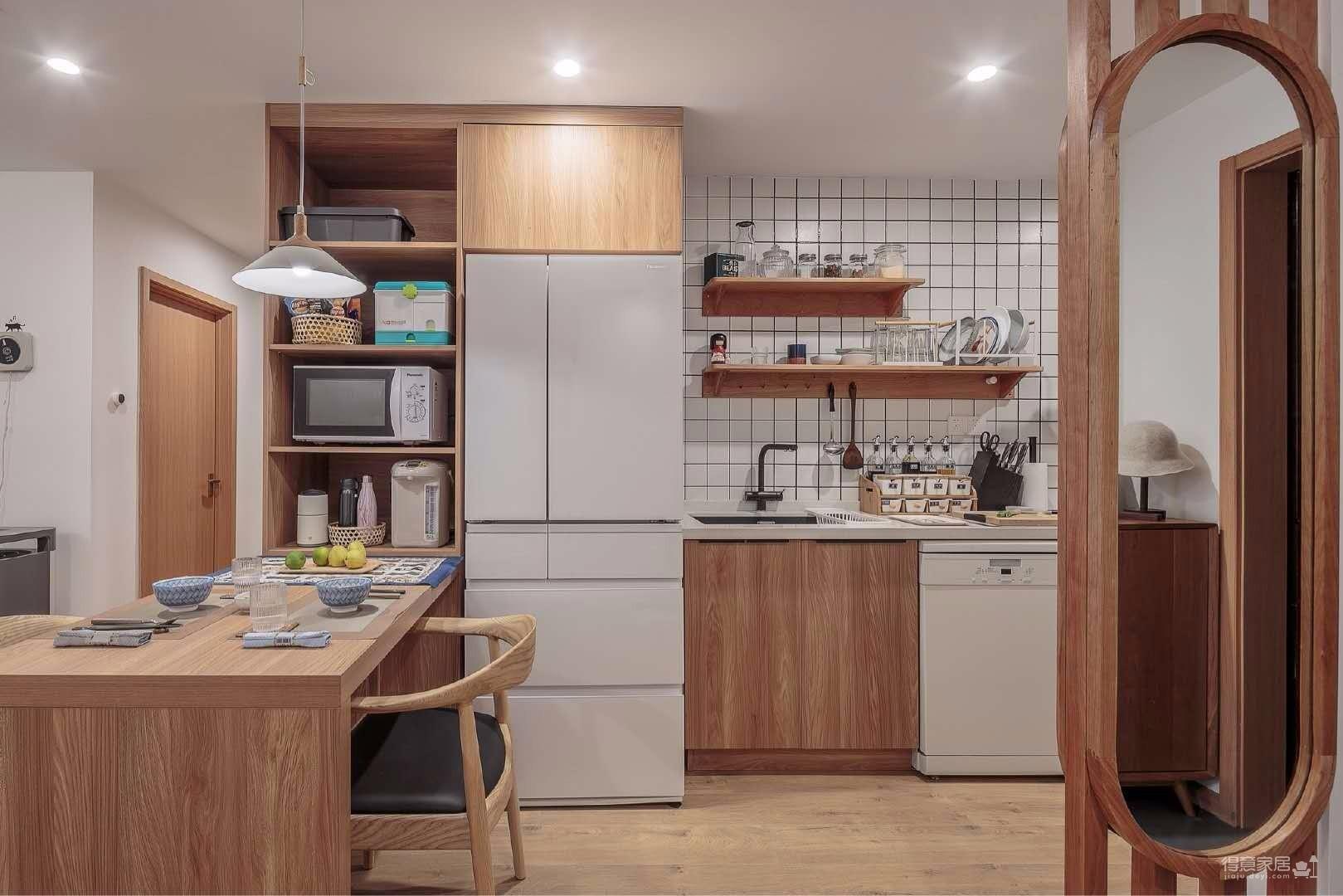 日式风格家居设计作品,大量原木色调的家具搭配充满了温暖的味道,尺寸方面的细节做得极致。