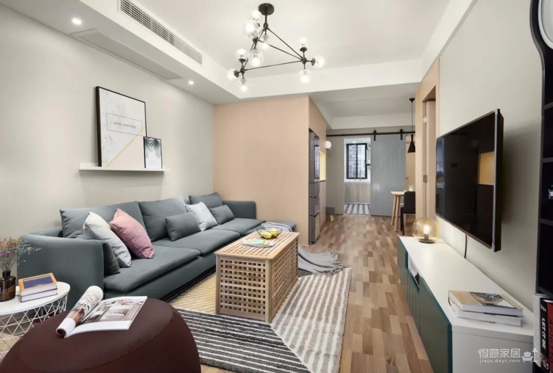 整体空间面积不大,以简约舒适的装修风格为主,布置上温馨自然的家居,在小户型的空间下,布置成一种温馨随时的自然惬意的小家。