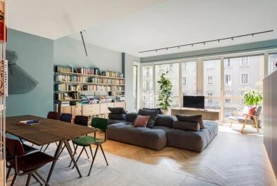 82.5㎡缤纷公寓,水磨石、人字拼木地板、镜面混搭,打造现代文艺感的家