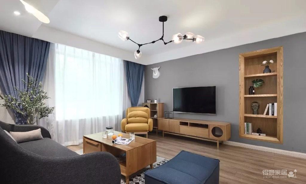 100㎡高级灰北欧风三居室,暖色木纹营造出一种温馨的空间氛围