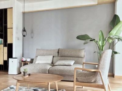 本案尝试了在一个小户型普通现代住宅建筑中,嫁接进中式审美,体现出文人情趣