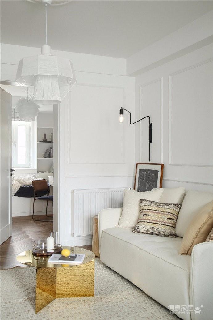 90平北欧风装修,颜色都浅浅的设计显得房子很干净整洁。