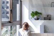 59㎡蓝白系单身公寓设计,散发着慵懒度假氛围!图_4