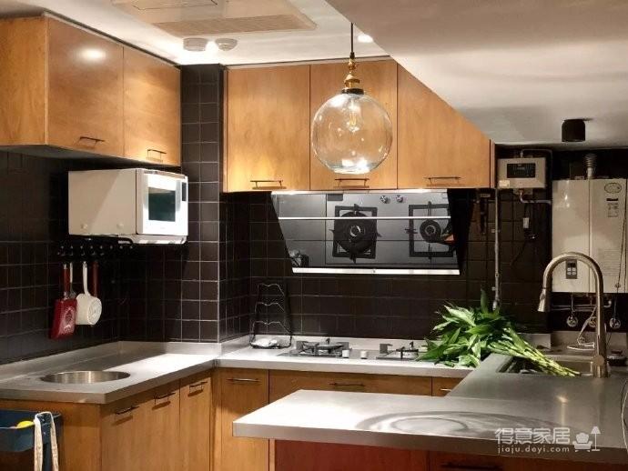 在90㎡不到的空间里,将实用性和情调感,融合、平衡做到极致,装修出了一个轻奢浪漫的家