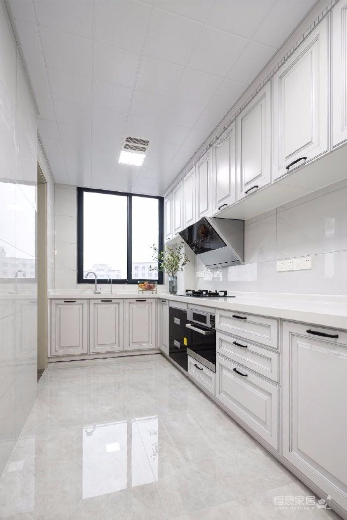 179平米美式轻奢三居室设计