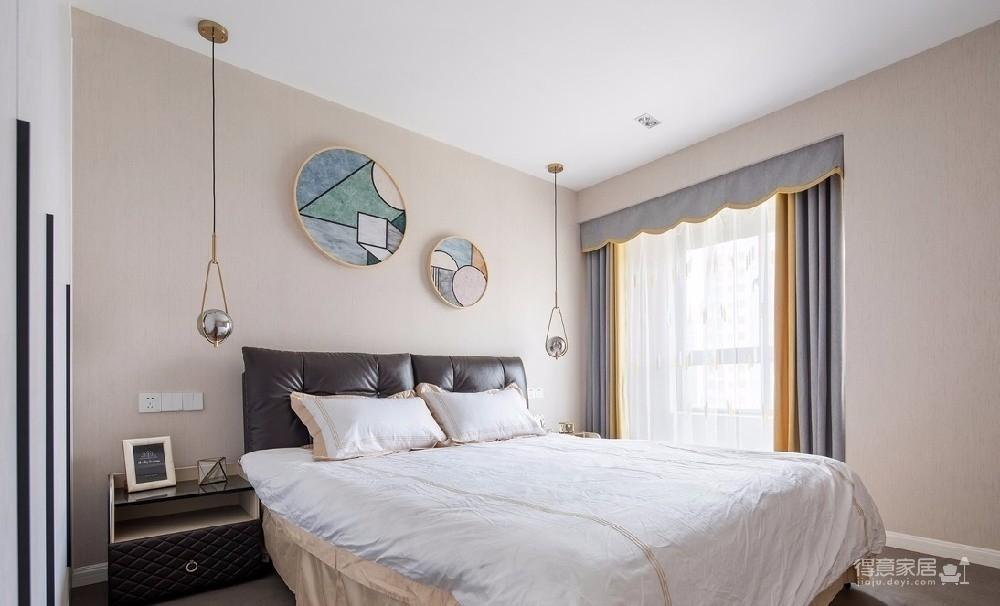 干净清新的小家以干净清新的北欧风格为指引,在白色、木色和灰色组合而成的优雅基调下,透过简约的家具家饰搭配,创造出时尚空间的小资气息。局部利用色彩丰富明亮的跳色点缀,让甜蜜浪漫的味道弥漫在空间每一处角落。