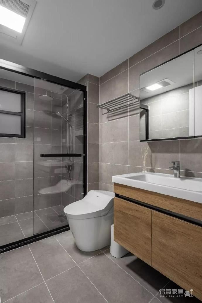 90㎡三室两厅,客厅和书房连通简洁又干净。 