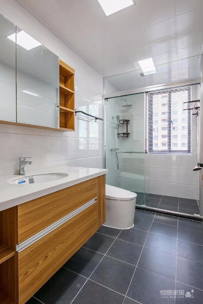 98平日式风家居,设计上空间通透利落,增加了区域之间的互动性,色彩上浅浅的蓝加上原木色的家居,清新简约。