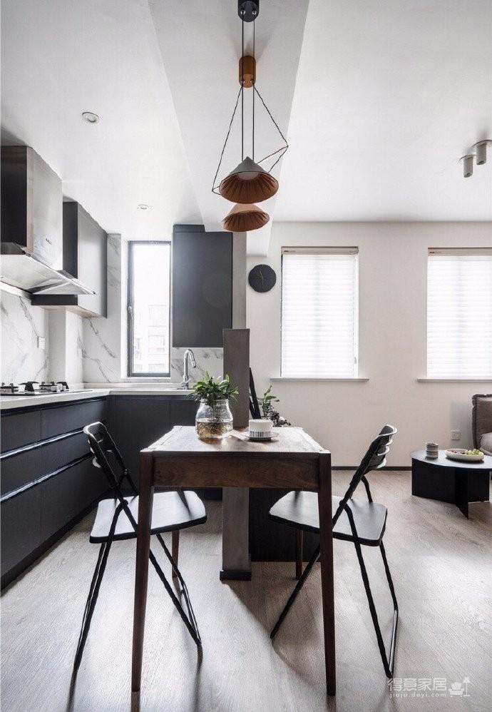 44平一居室,黑白灰遇上温柔杏粉,质感又温柔
