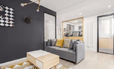 55平米小户型装修,设计师将客厅和次卧进行了重新组合,以一种可互动也可相互独立的形式,让家更流动