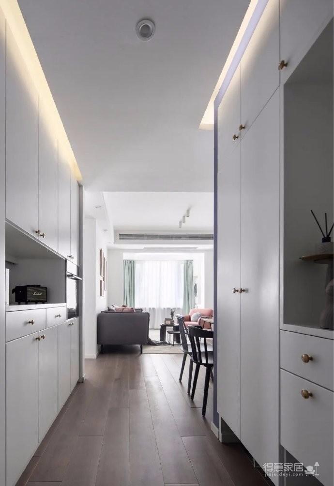 72平简约风格装修效果图,兼顾收纳功能,同时又通透自然的家