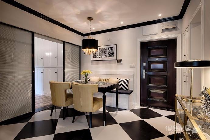 60㎡新古典风格装修,以黑白为主色调,以金色和蓝色穿插其中,运用大量的时尚元素,着重强调质感和大气