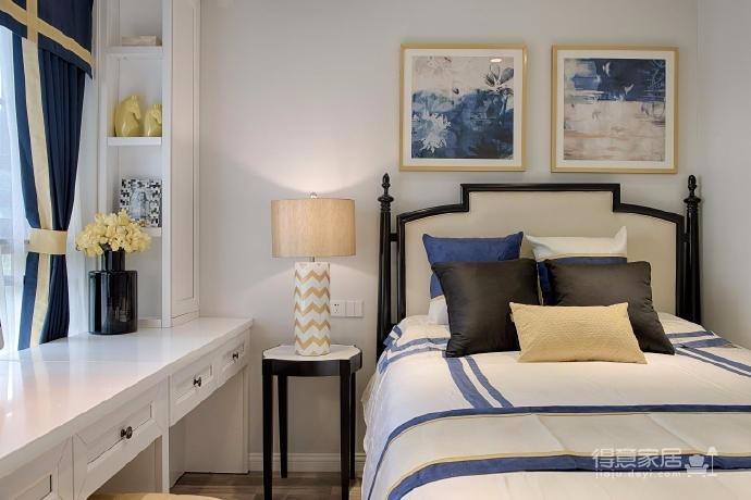 60㎡新古典風格裝修,以黑白為主色調,以金色和藍色穿插其中,運用大量的時尚元素,著重強調質感和大氣