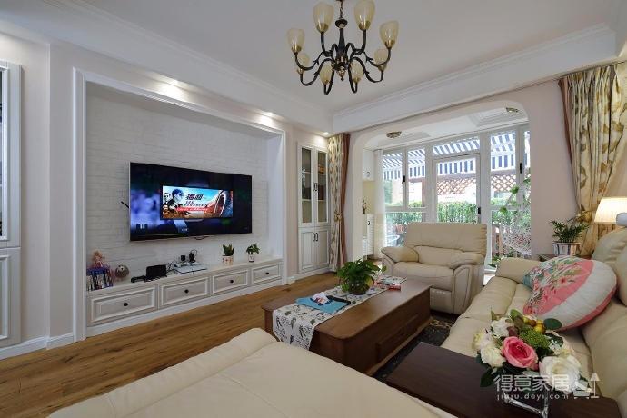 100㎡美式风格装修,客厅布置确实很有视觉效果,还有餐厅的壁画组合也挺赞,复古也美丽
