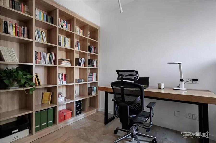 清新的木质纹理与洁白的空间结合,倍增家的温馨