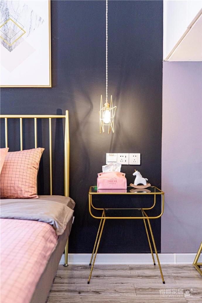 48㎡小户型家居,本屋的主色调,千禧粉,浅灰色,黑色,白色,以及少量金色点缀,太赞了