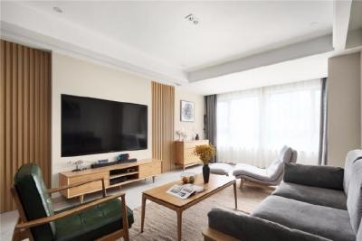 整个空间配色为温馨的橡木色家具,淡咖色墙面和白色为主 营造出返朴归真的生活质感 不乏味,不混搭 一切以舒适为主