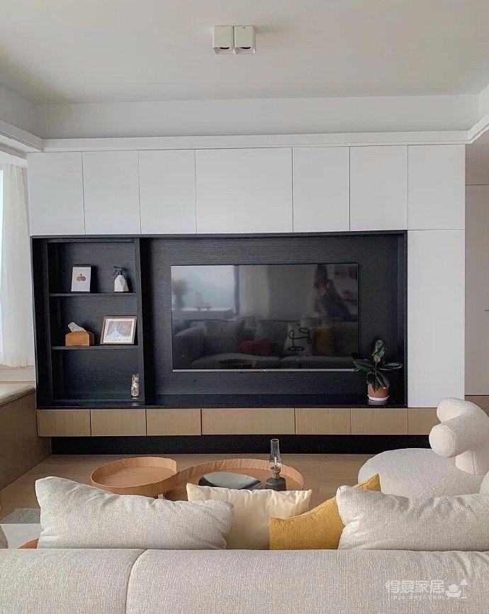 """110平精装房改造设计,精装房变身""""奶油风"""",这个家也太治愈了!超大落地窗+岛台+餐桌,惬意十足。"""