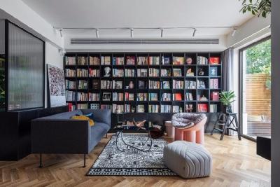 本案的户型优化,基于原本的三室一厅一厨一卫的布局,变成了一个拥有大阅读起居室和独立咖啡厅的精致居所