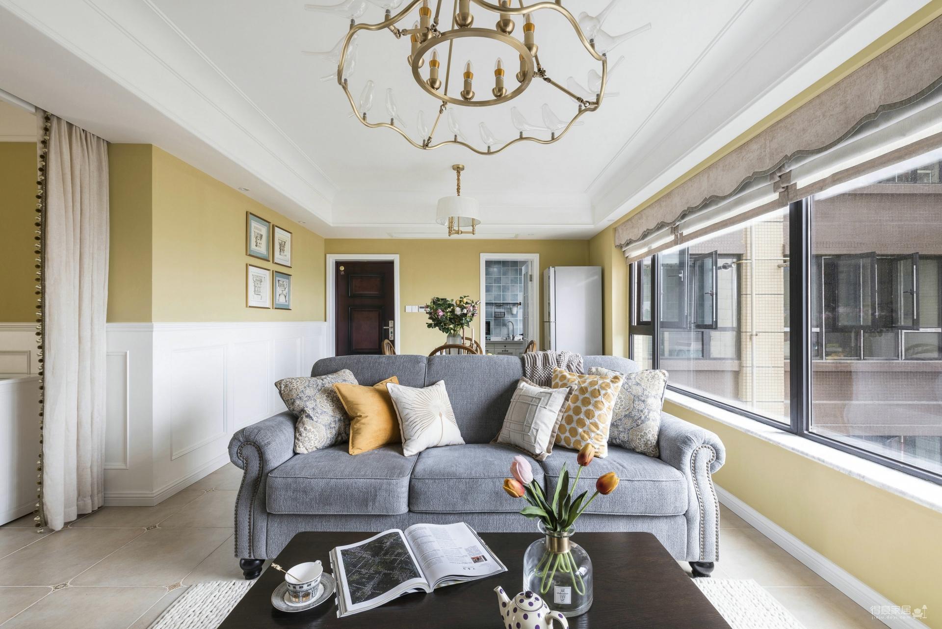 丰富的黄色背景,勾勒出温馨的家