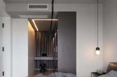 出于空间的限制以及个性化的需求,设计师融入了产品的思维,将餐桌和电视柜都做了悬浮处理,使其成为空间的一部分,而不只是家具图_5
