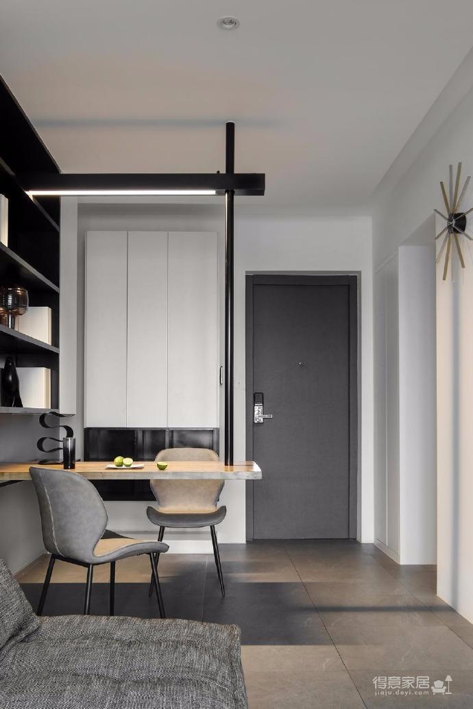出于空间的限制以及个性化的需求,设计师融入了产品的思维,将餐桌和电视柜都做了悬浮处理,使其成为空间的一部分,而不只是家具图_7