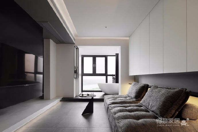 出于空间的限制以及个性化的需求,设计师融入了产品的思维,将餐桌和电视柜都做了悬浮处理,使其成为空间的一部分,而不只是家具图_1