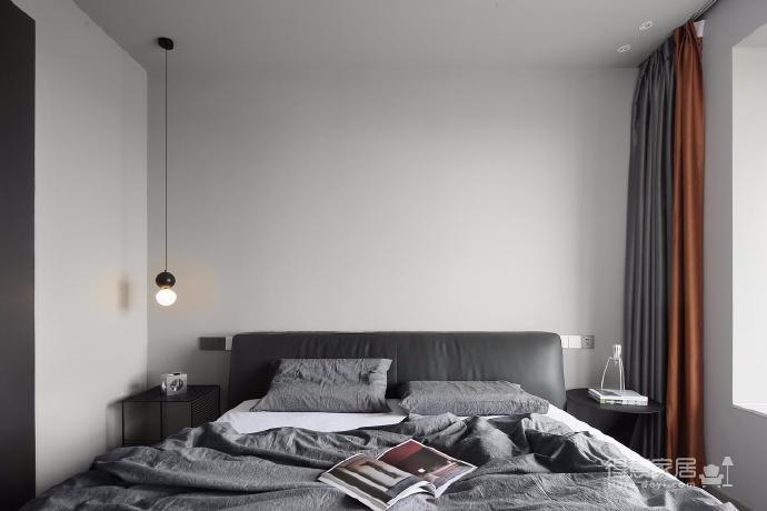 出于空间的限制以及个性化的需求,设计师融入了产品的思维,将餐桌和电视柜都做了悬浮处理,使其成为空间的一部分,而不只是家具图_3