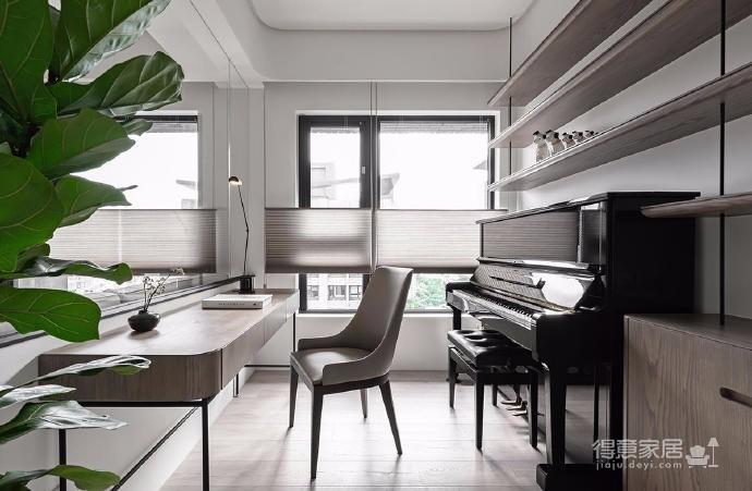 同步挥别浓郁且深沉的色系,以素雅灰调铺展于硬件与家具之间,奠定简静基底,巧妙植入水墨质感磁砖薄板,框构一幅内敛且禅意的张力端景图_11