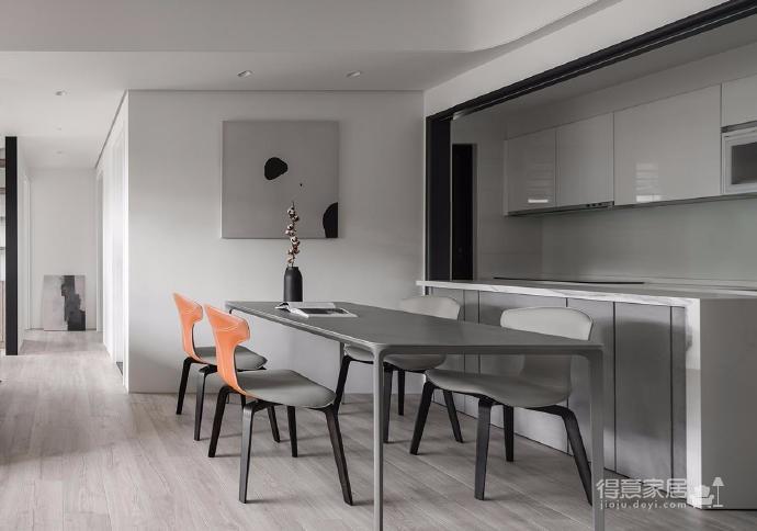 同步挥别浓郁且深沉的色系,以素雅灰调铺展于硬件与家具之间,奠定简静基底,巧妙植入水墨质感磁砖薄板,框构一幅内敛且禅意的张力端景图_9