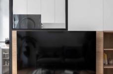 64㎡简约风小户型,电视墙收纳、厨房门改向,昏暗客厅变通透图_2