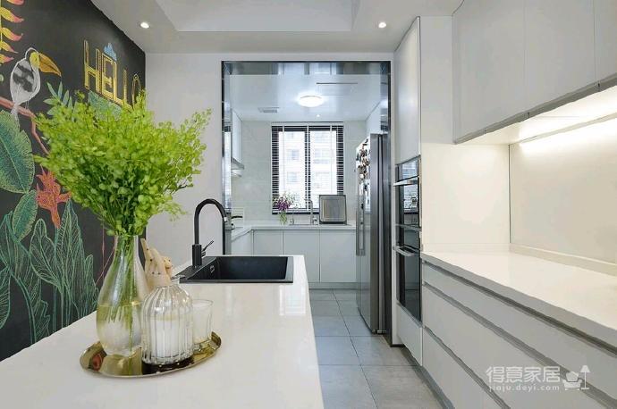 简洁的北欧。白色的墙面、灰黑的家饰、搭配上木质的地板,让生冷的色系,调和出温馨的气氛图_6