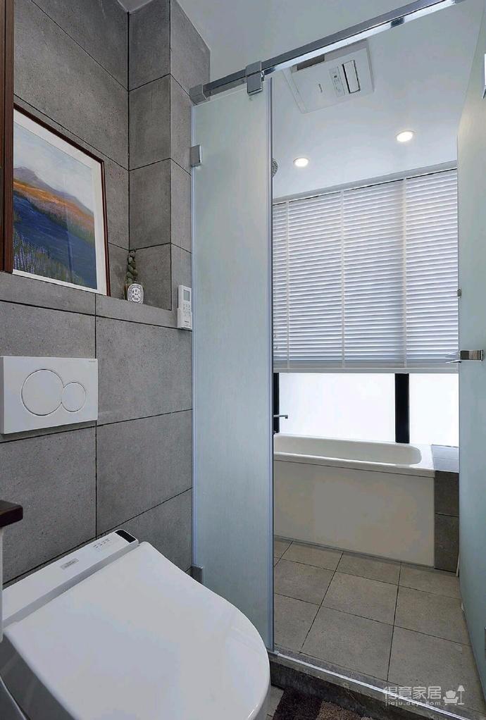 简洁的北欧。白色的墙面、灰黑的家饰、搭配上木质的地板,让生冷的色系,调和出温馨的气氛图_8