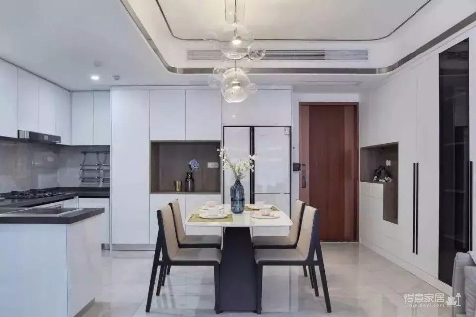 120㎡现代轻奢风三居室装修,简单吊顶+大白墙+整体柜,太有档次了!图_4