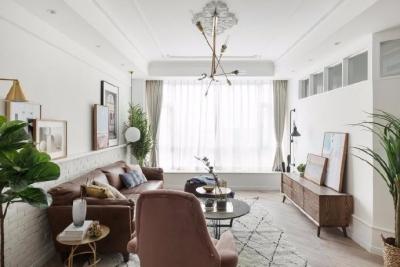 这是一套以白色调为主的北欧风案例,墙、顶面都保留为干净的本白,顶面增加了一些复杂精美的石膏花线装饰,营造出清透自然的北欧风情