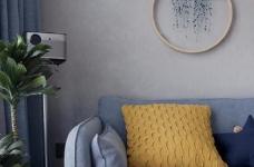 有光的清晨照進客廳真的很美,整體以灰為主的色調搭配淺藍色布藝沙發,構造溫馨的家庭空間圖_3