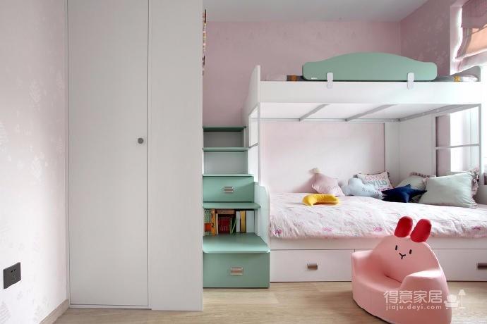 有光的清晨照進客廳真的很美,整體以灰為主的色調搭配淺藍色布藝沙發,構造溫馨的家庭空間圖_11