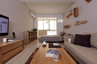 本案为老公房典型的条头糕式户型,约38㎡实用面积,全拆半包日式MUJI风格