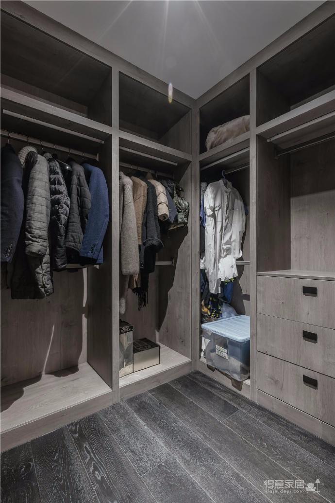 整體空間設計明快簡潔、統一沒有多余的線條、繁雜的裝飾,無形中彰顯出空間的品味