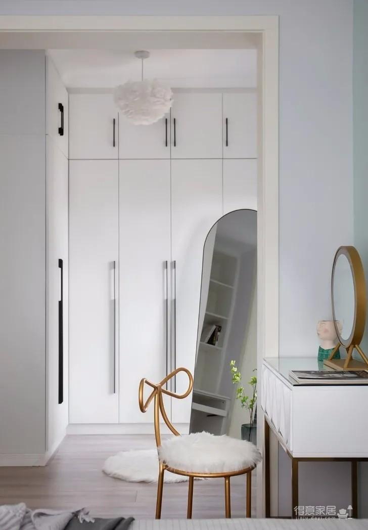 83平現代輕奢風,客廳精致時尚、簡約高級,主臥功能最強大!